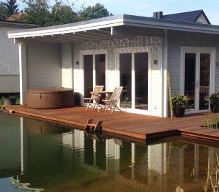 Sauna mit Schwimmteich
