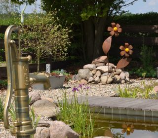 Gartenteich mit Pumpe
